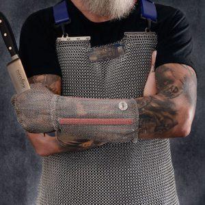 Officiële foto van een Niroflex slachtshort en roestvrijstalen handschoen