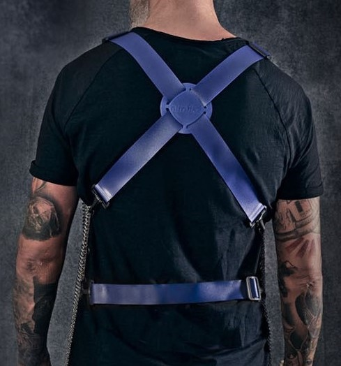 Staalhand musketonhaak gedragen op de rug in combinatie met een steekschort